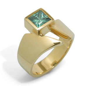 Classic_Princess_Cut_Gemstone_Ring__Yellow_Gold_–_Jens_Hansen_NZ